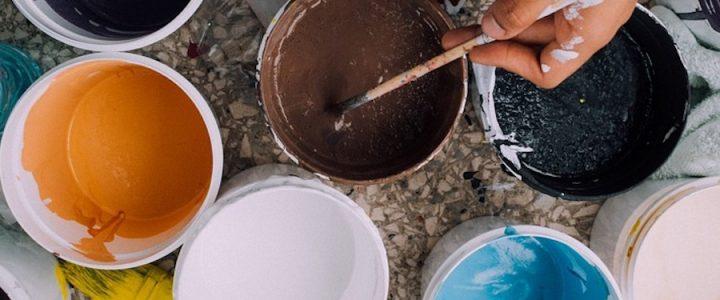 Choisissez la bonne couleur de peinture pour le salon avec ces conseils !