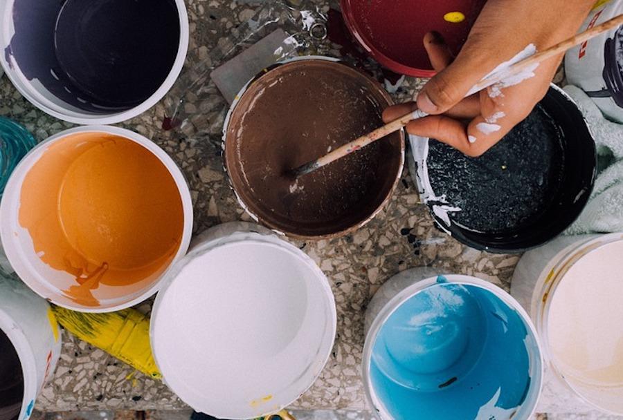 pots de peinture de couleurs
