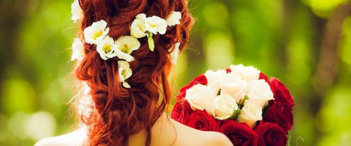 je suis belle avec mon bouquet de mariée